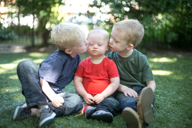Big brothers Max and Ruaridh with Owen, picture by Lindsay Palmer Photography